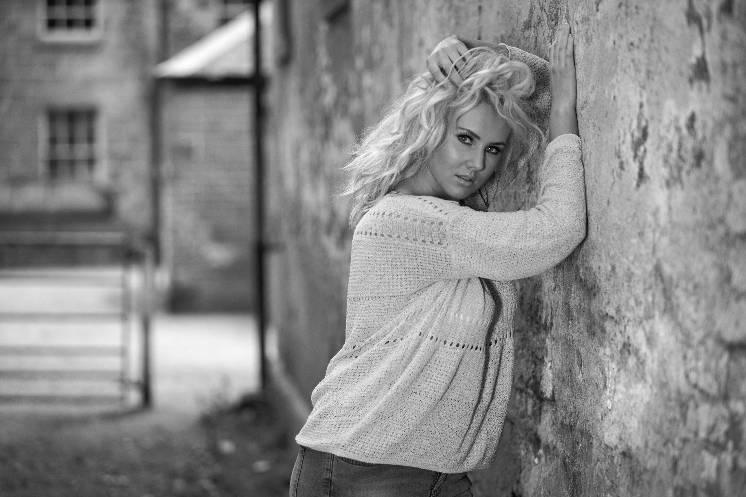 pretty blonde model image